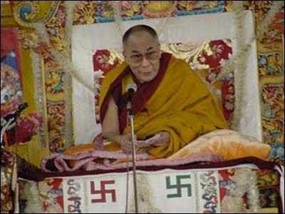 dalai-lama-svastika