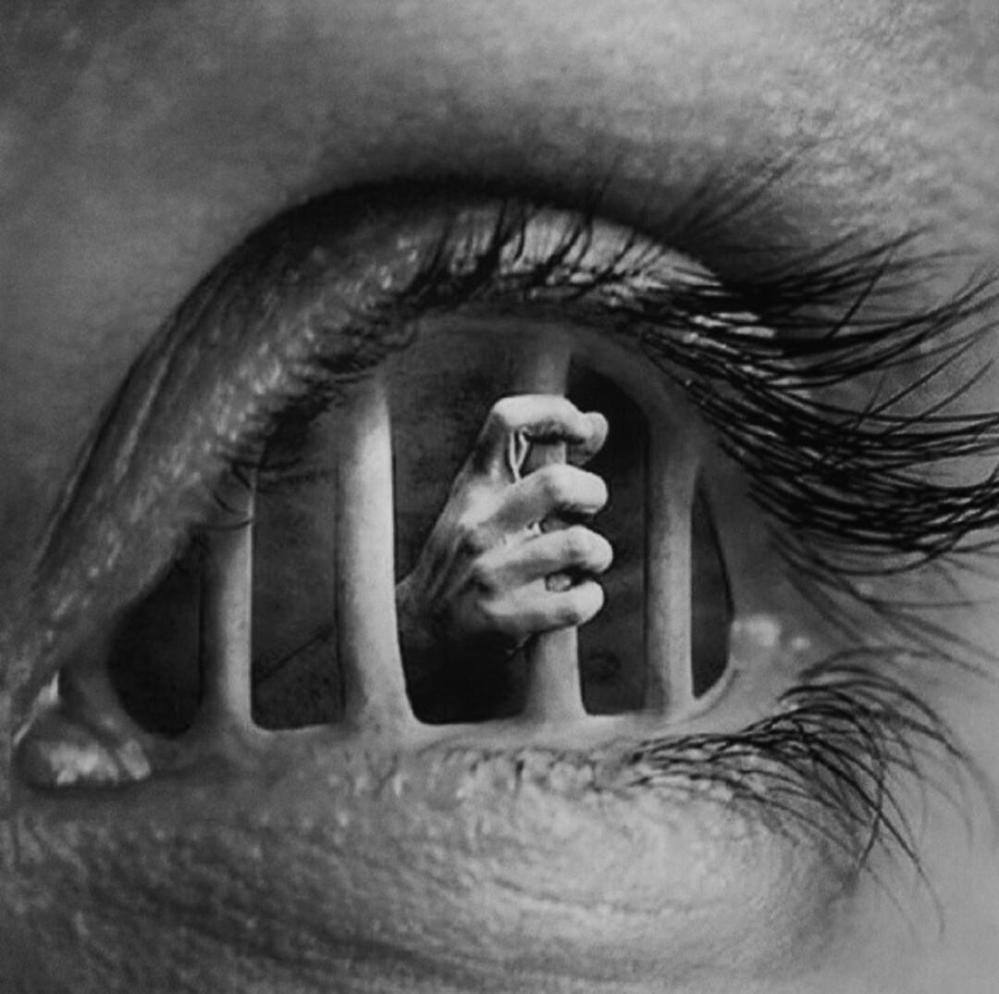 prison yeux
