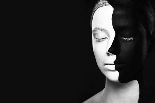 Femmes-visage-noir-fond-optique-illusion-monochrome-les-yeux-ferm-s-corps-peinture-noir-D-coration